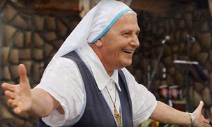 Madre Élvira: una mujer libre, sin muros, sin barreras