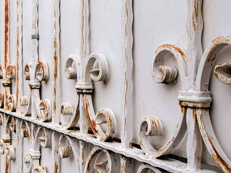 Ontlakken van oude stalen constructies