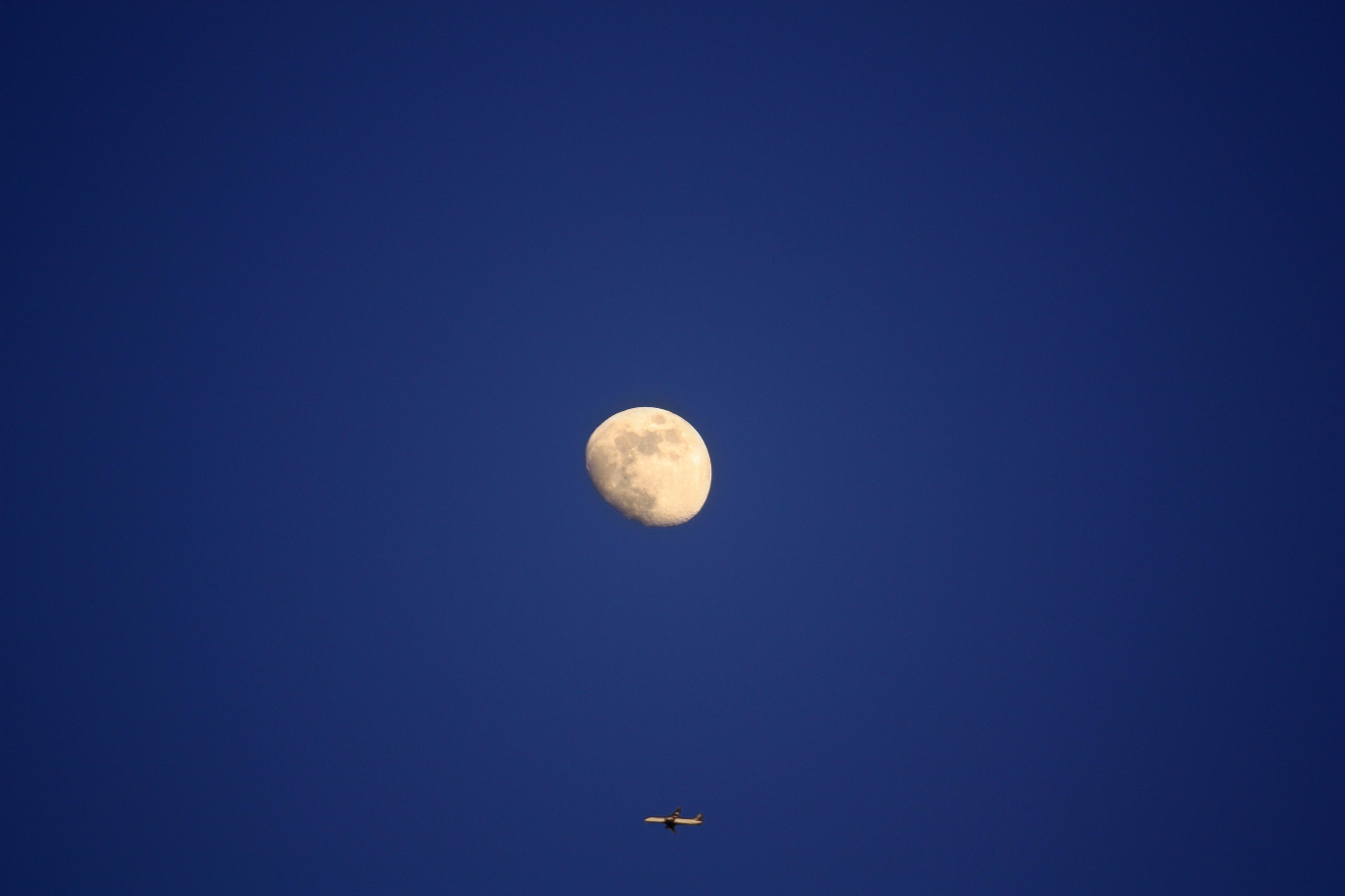 Un avion et la lune (60€)