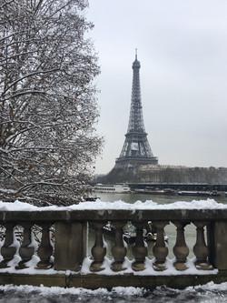 Tour-Eiffel sous la neige (70€)