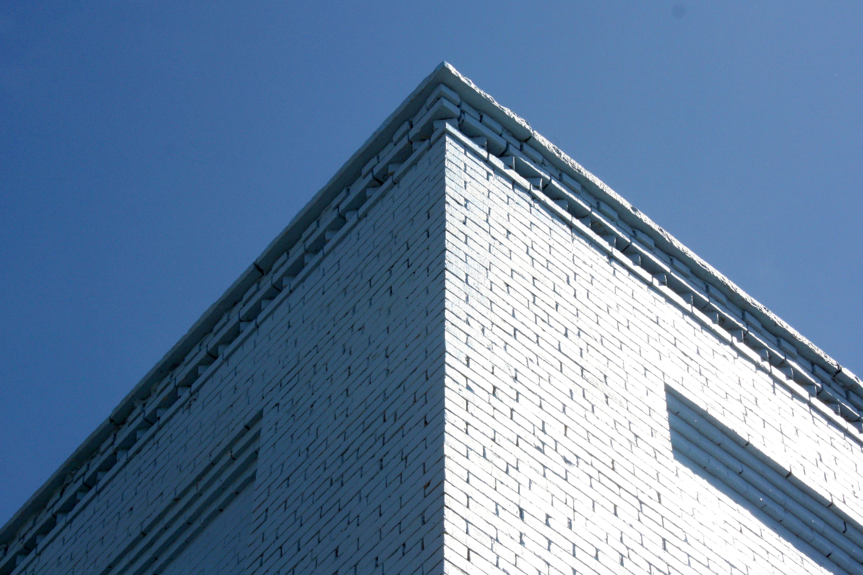 Blue building (100€)