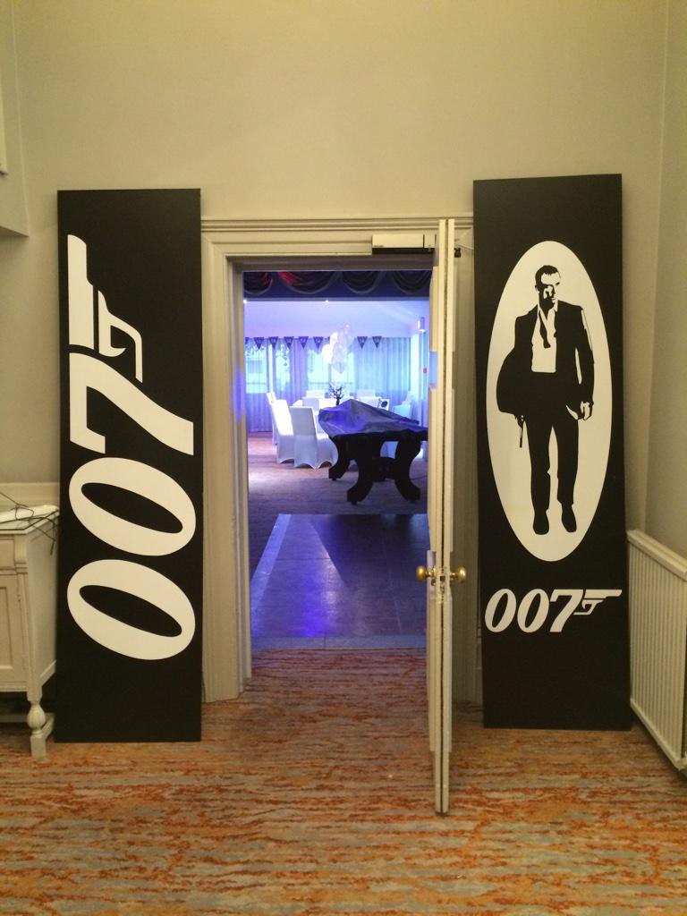 007 Prop Theme