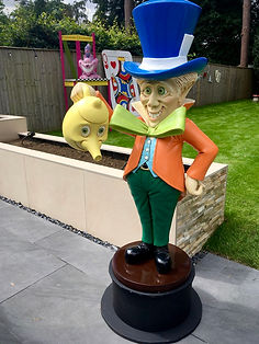 Mad Hatter, Alice in Wonderland Garden p