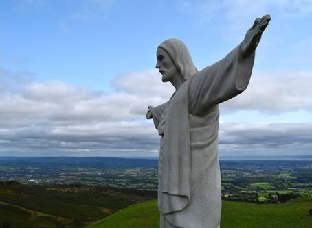 Jesus Christ appears on Twmbarlwm