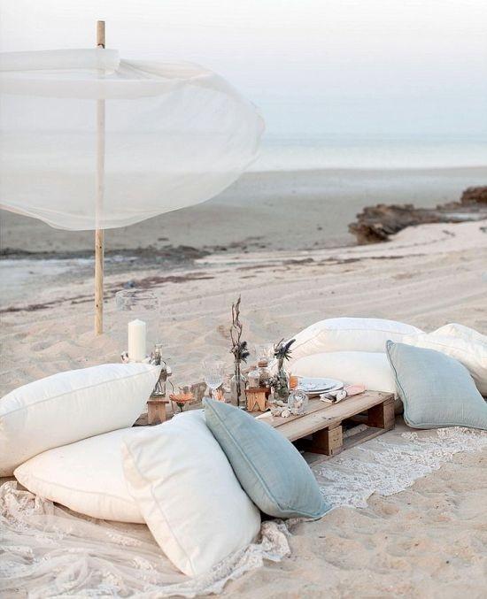 Minimal Beach boho seating concept