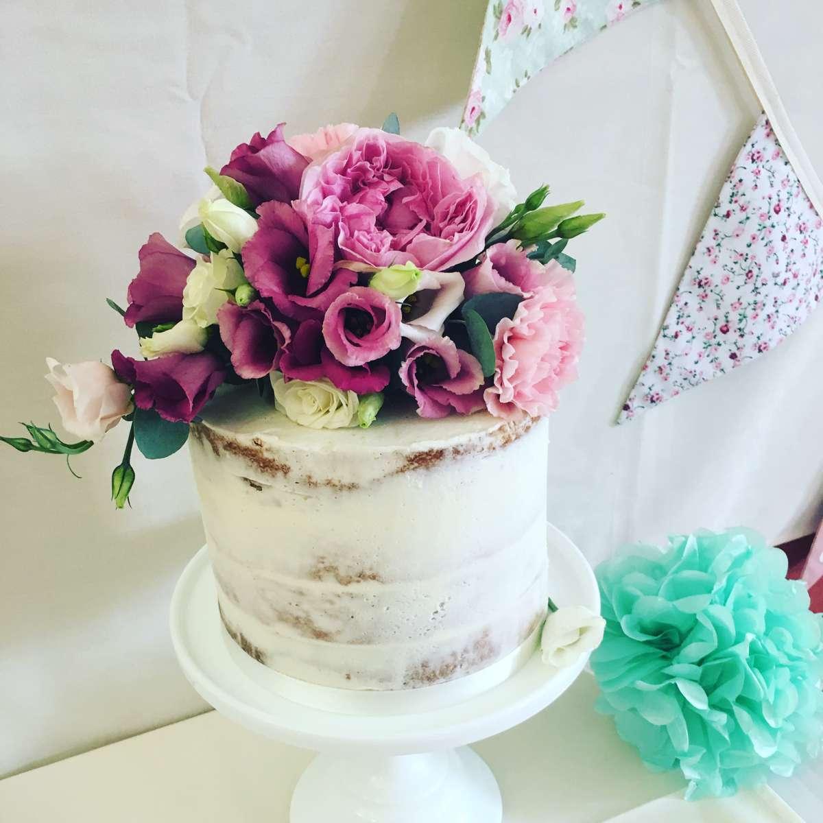 Wedding cak purple pink flowers top