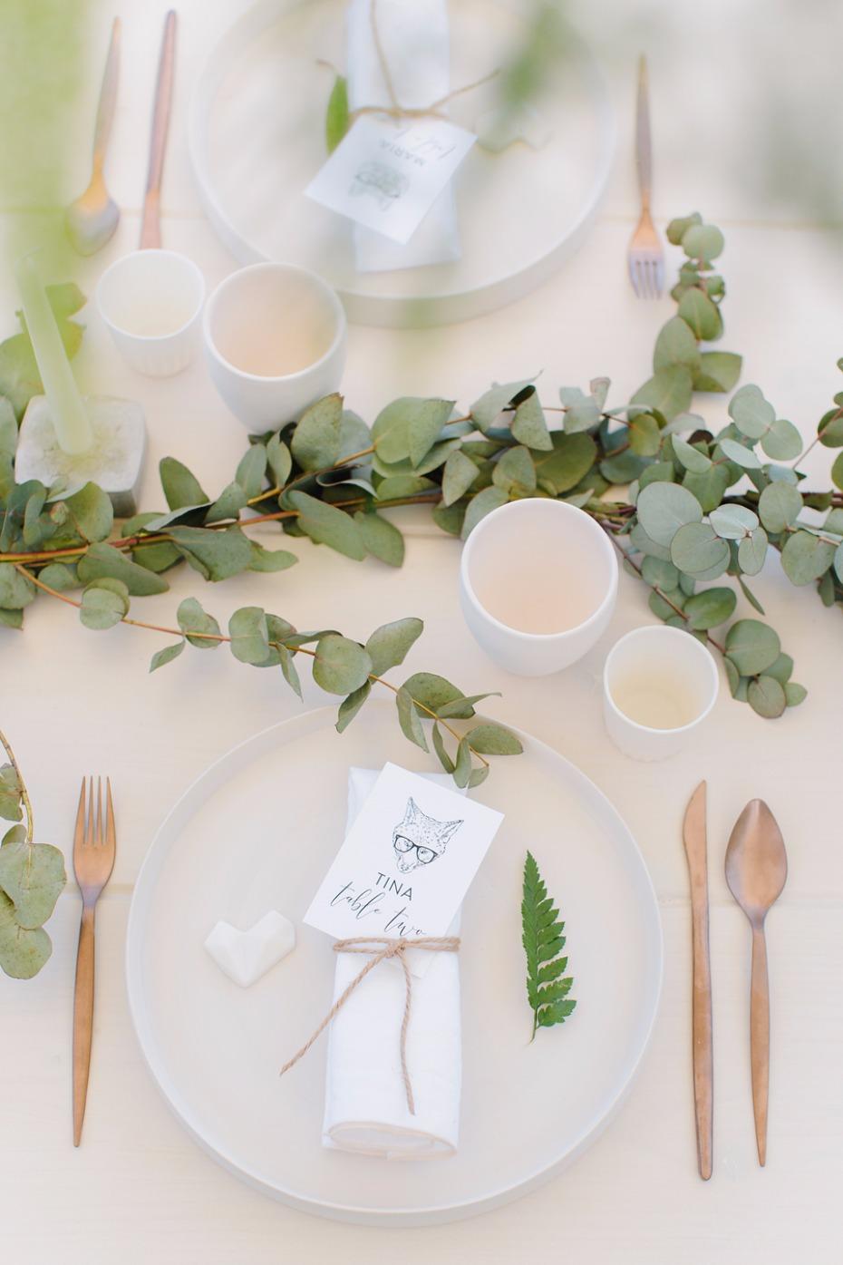 Minimal green,white & bronze table