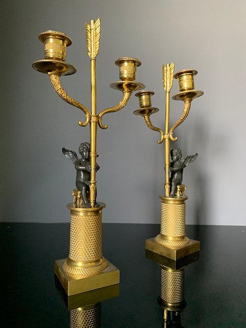 Paire de candélabres aux Amours d'époque Empire.