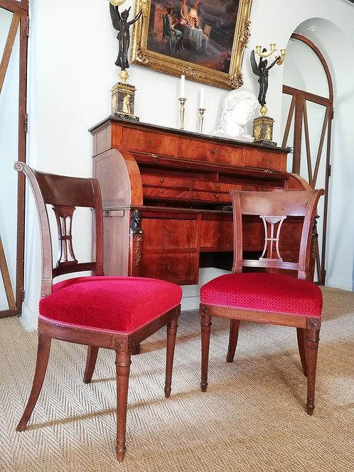 Époque Directoire : Paire de chaises aux athéniennes, fin XVIIIème.
