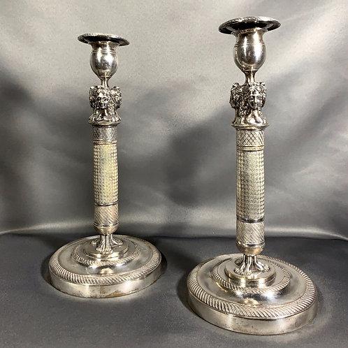 Paire de bougeoirs en bronze argenté époque XIXème siècle