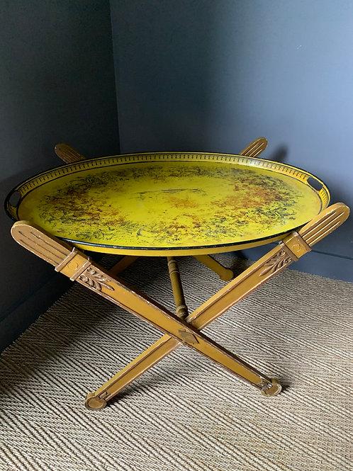 Époque Empire : Rare table basse pliante aux glaives Romains