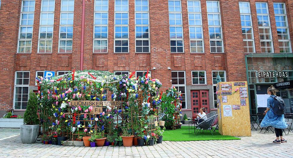 Paakuva2_puutarha.jpg