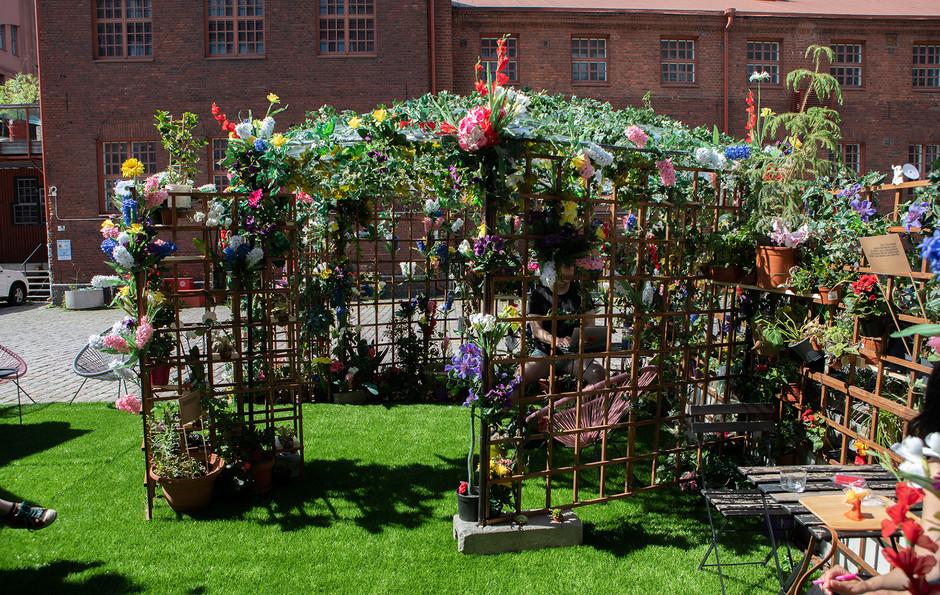 kuvitus1_puutarha.jpg
