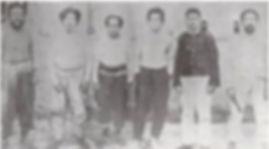 Onisaburova skupina Fotografia spravená tesne pred plánovanou popravou. Onisaburo Deguchi je druhý, Morihei tretí zľava. (Budo, str. 12.)