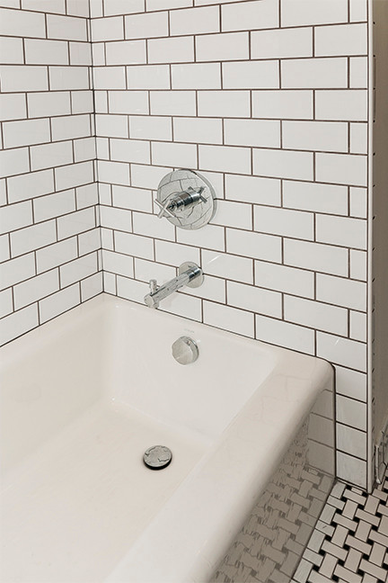 SouthPointe Construction . StudioWerks Custom    Field Tile: White 3 x 6        Tile Pattern: 1/2 Offset        Accent Liner: None        Grout: Pewter  