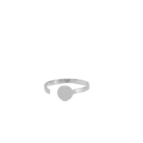 Adjustable silver ring with circle shape detail