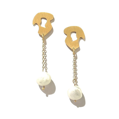 Gold plated long silver earrings with baroque pearls