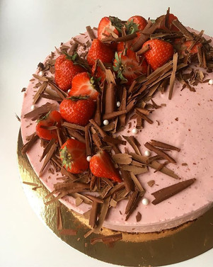 Chocolate brownie and strawberry mousse