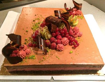 Šokolaadi-vaarika moussetort brownie põhjal