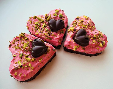 Valentinipäeva browniesüdamed yuzu ganachega