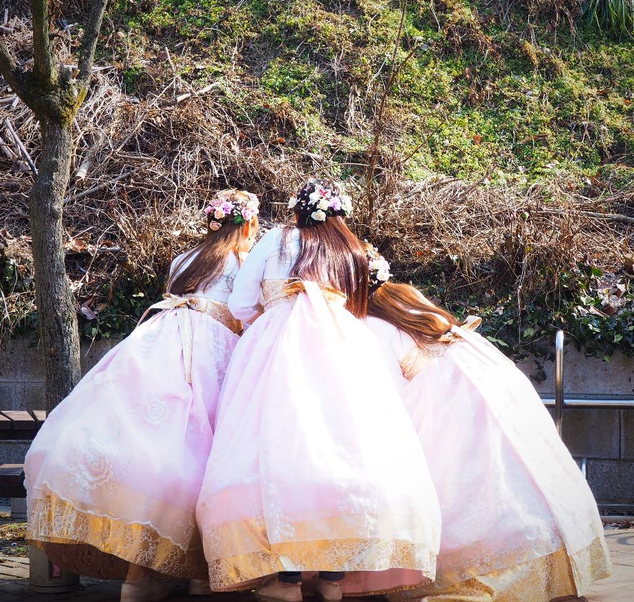 Girls in Hanbok, Jeonju, South Korea - Life Iitinerant