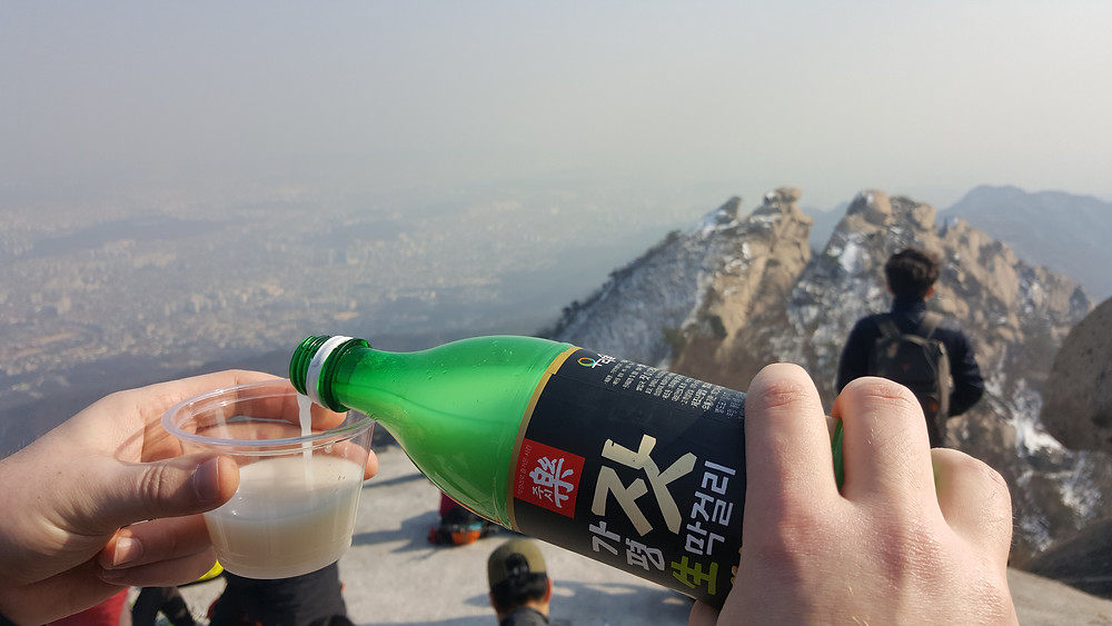 Makgeolli at the top, Bukhansan - Life Itinerant