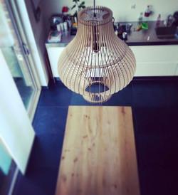 Hij komt de keuken niet meer uit 💡#lamp #design #scandinaviandesign #scandinavianinterior #wood #in