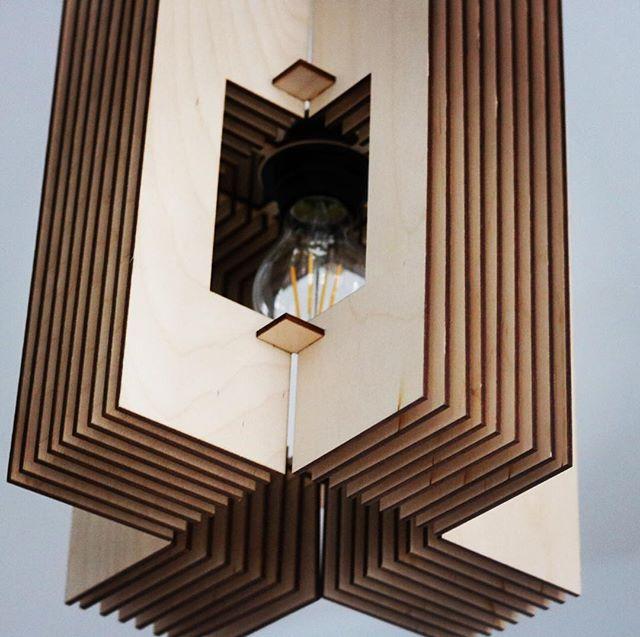 Van onderen! _#mdlight #lamp #lightning #scandinavianhome #interieurdesign #wooninspiratie #minimali
