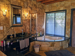 En-suite bath tub