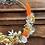 Thumbnail: Couronne murale de fleurs séchées orange, jaune et blanche