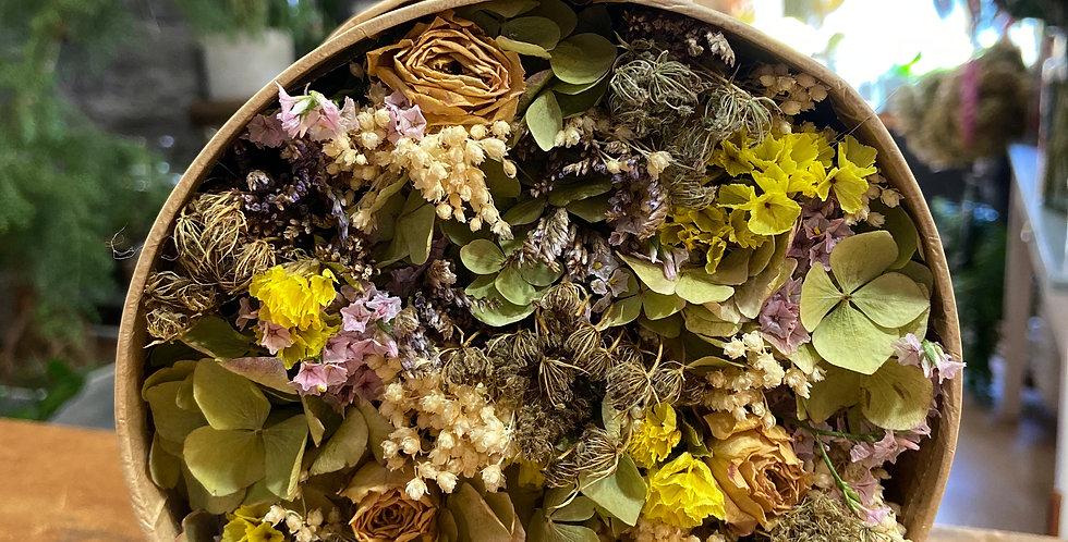 Boîte de fleurs séchées jaune, violette et verte