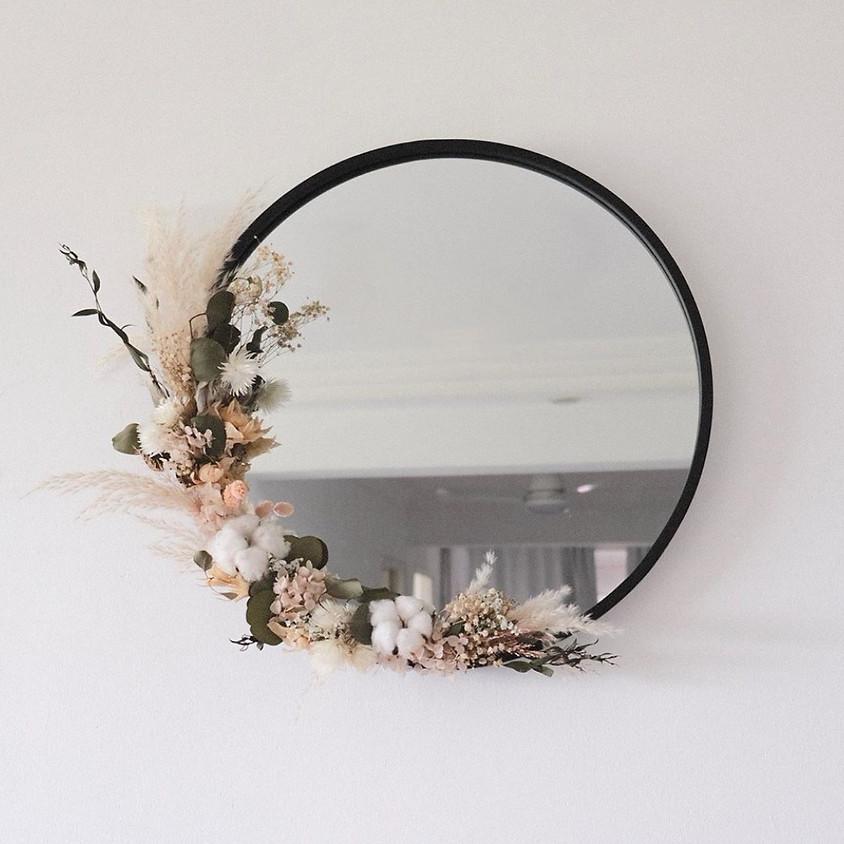 Atelier miroir avec fleurs séchées