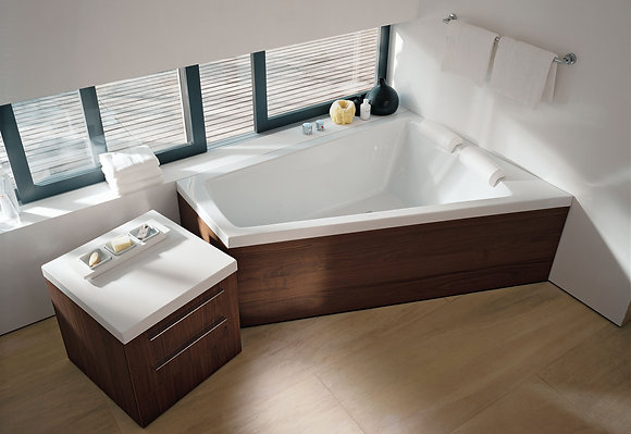 Duravit Paiova Freestanding Corner Right Bathtub 700269