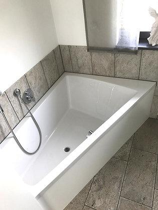Duravit Paiova Freestanding Corner Right Bathtub 700265