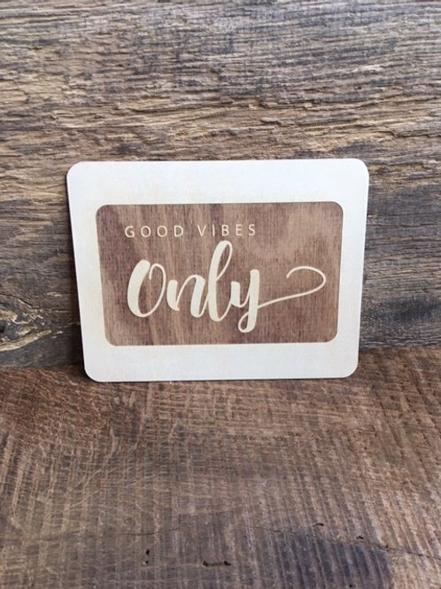 Carte en bois - Good vibes Only