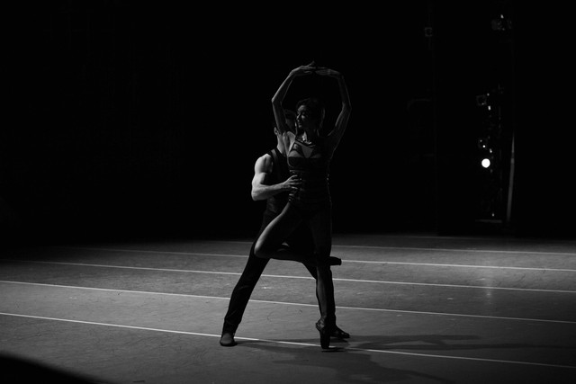 ballet dancers in black and white