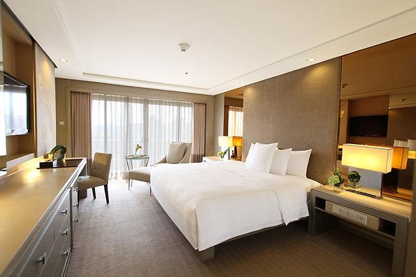Executive-1-bedroom-suite-bedroom-768x51