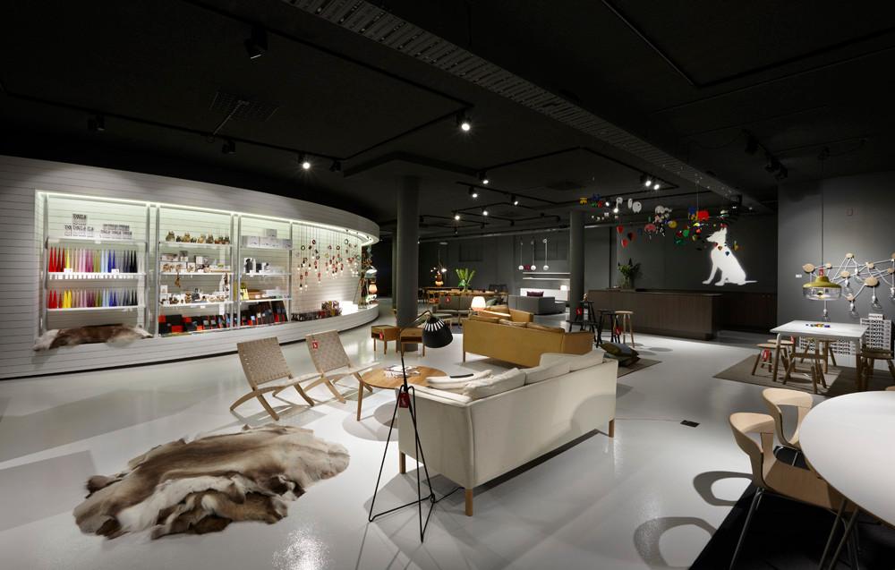 Dramatic and atmospheric lighting design in Great Dane Furniture