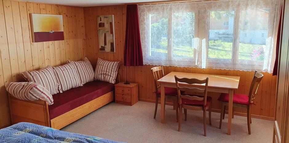 Zusatzbett im grossen Schlafzimmer