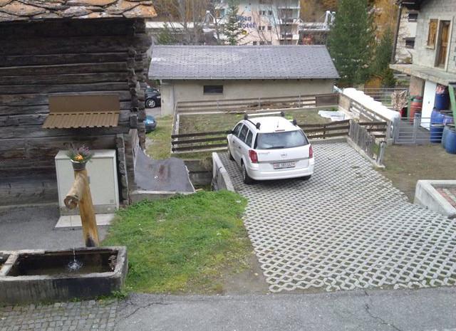 1x Parkplatz im Freien