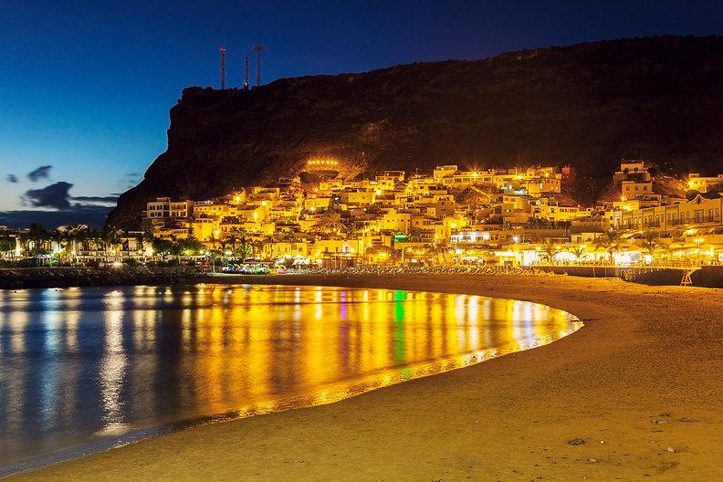 beach-in-puerto-de-mogan-S8K3LTW.jpg