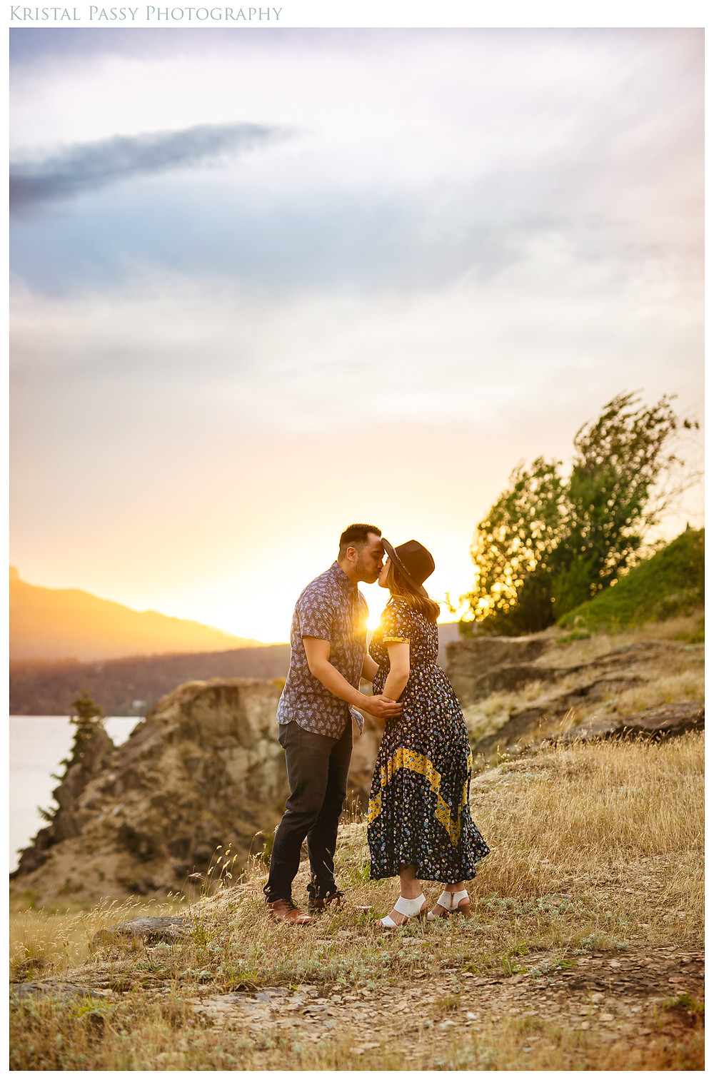 Hood River Maternity Photographer