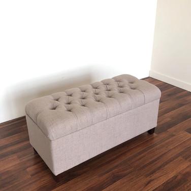 Biege Posing Bench