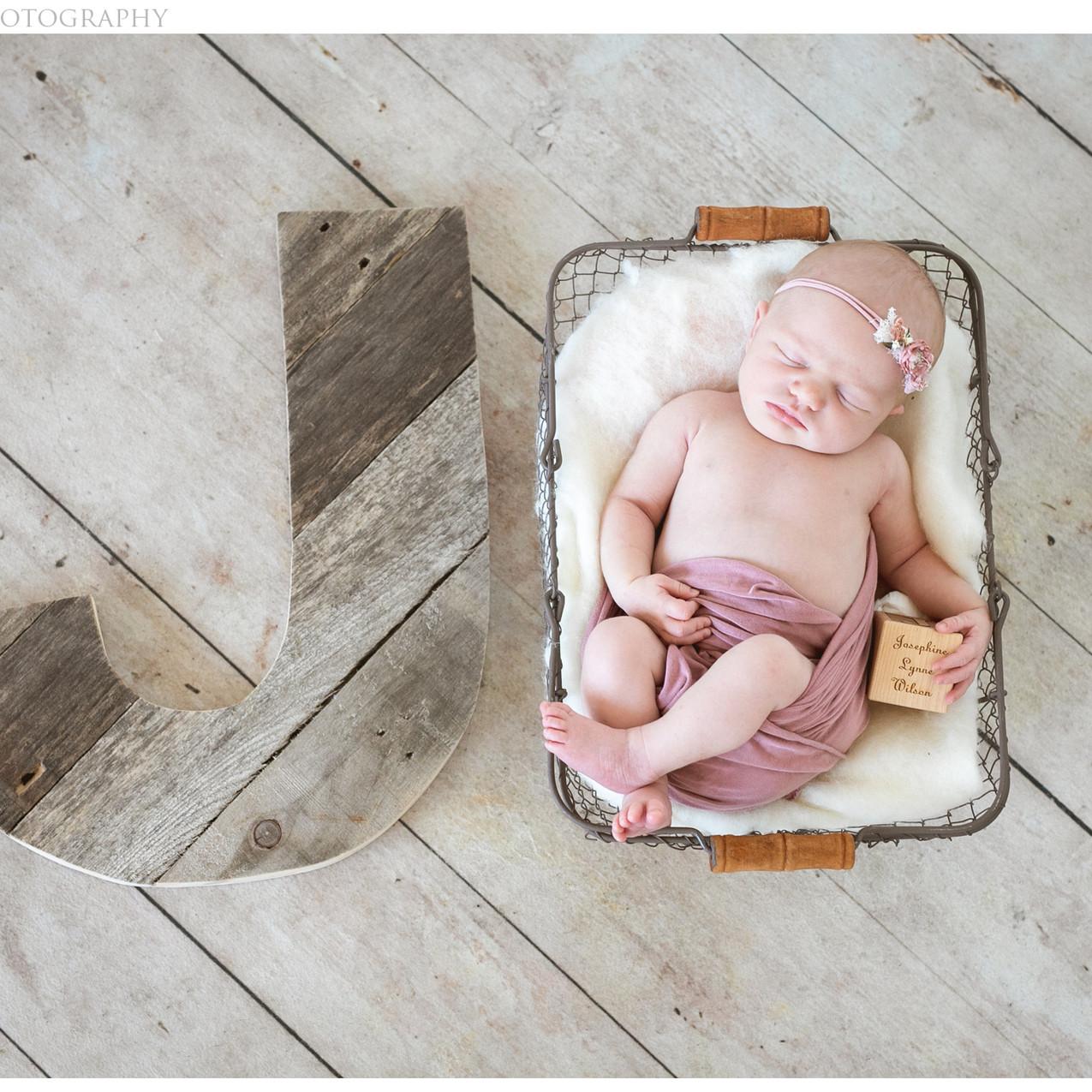WEB.-BW1A72Portland Newborn Photog00