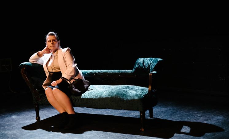 Carol Bell as Inez