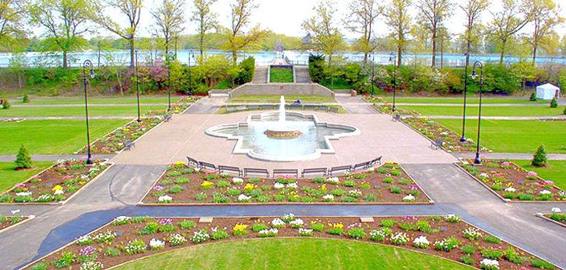 Highland-Park-Entry-Garden-Fountain_edit