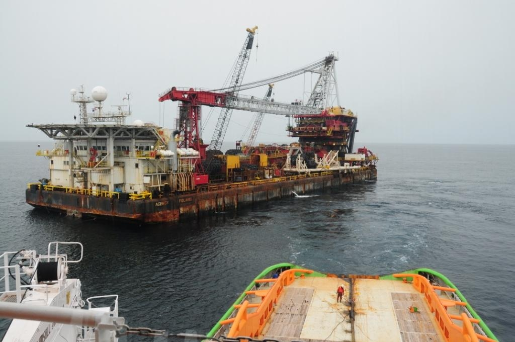 Fairmount-Summit-Towed-Pipely-and-Heavy-Lift-Barge-Acergy-Polaris-from-Brazil-to