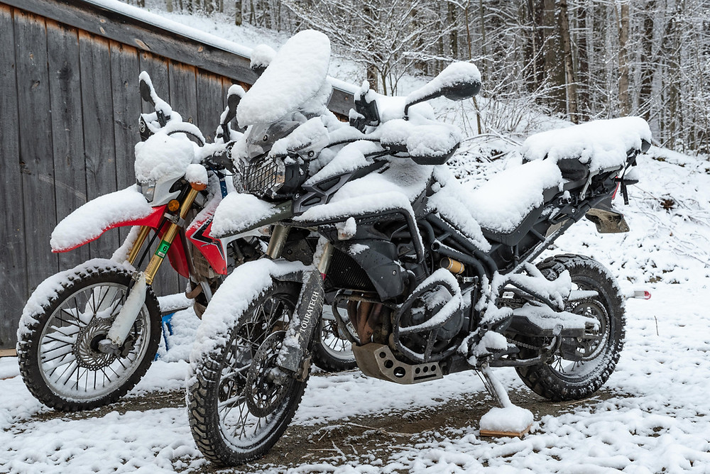 Triump Tiger 800XC in snow storm