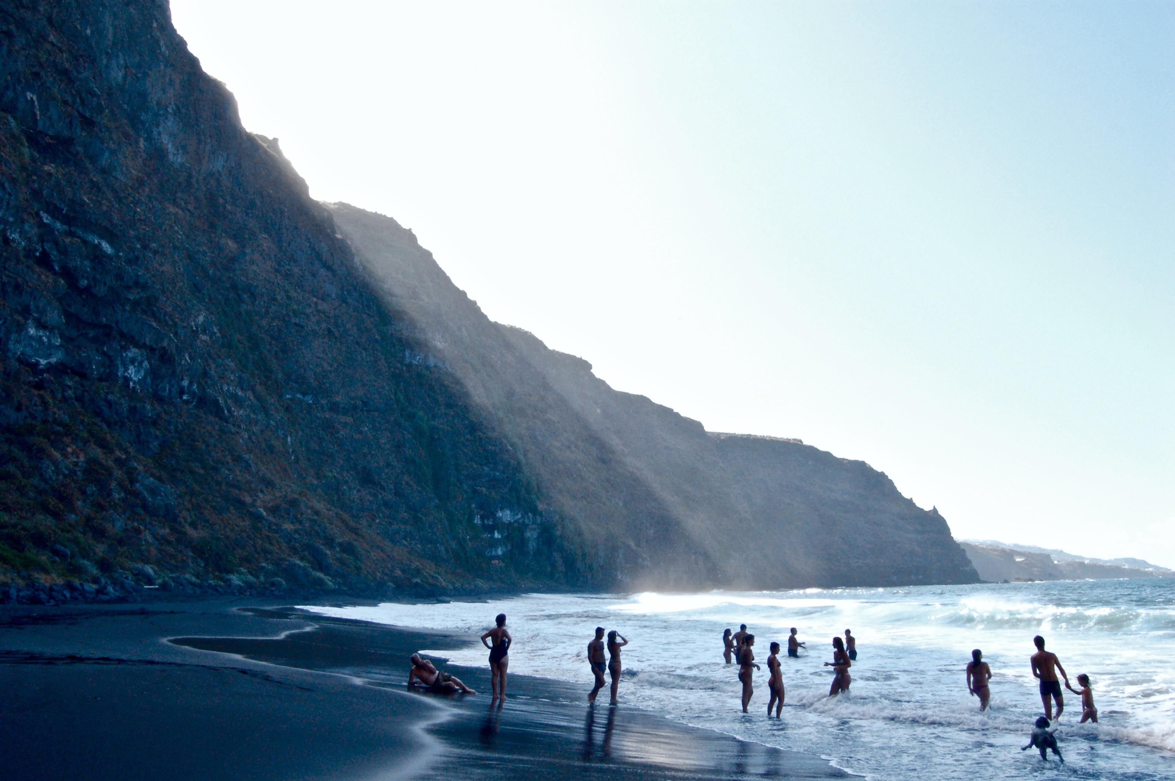 Bañistas en Playa Nogales