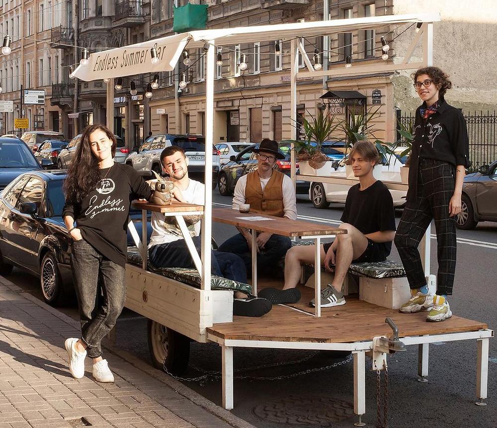 Парклет у бара « Пирс 28» / Фото: Лена Полуночева